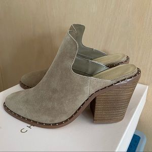 Brand New CHINESE LAUNDRY Suede Mules
